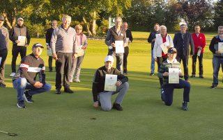 Strahlende Sieger, glückliche GLC-Organisatoren und ein zufriedener Bürgermeister Peter Braun (4. v. r.) präsentierten sich am Sonntag nach dem Charity-Turnier, bei dem 4000 Euro für das Klinikum St. Marien in Amberg gesammelt wurden.