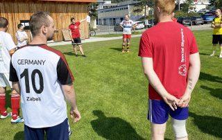 Auftakt: Die Sportlerinnen und Sportler (hier die Fußballer) des RehaSport e. V. des HPZ Irchenrieth steigen nach und nach wieder ins Training ein.
