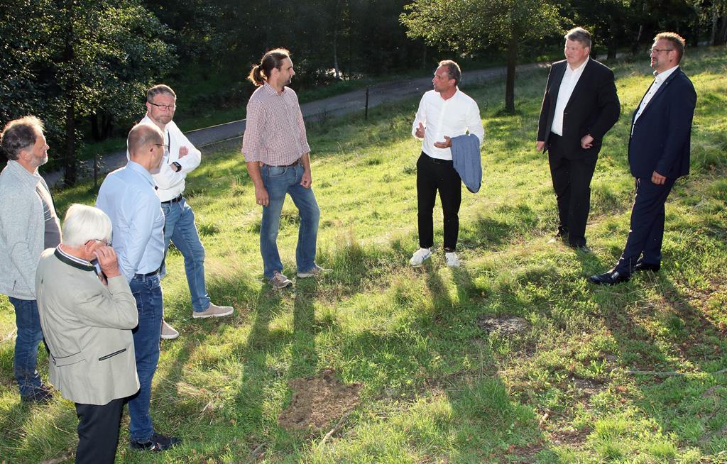 Einen Einblick in Biodiversität bekam Minister Thorsten Glauber auf dem Biolandhof Grenzmühle bei Erbendorf.